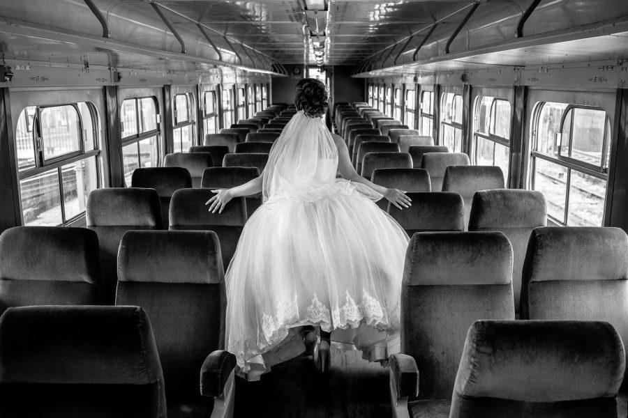 luciendo el vestido de la novia