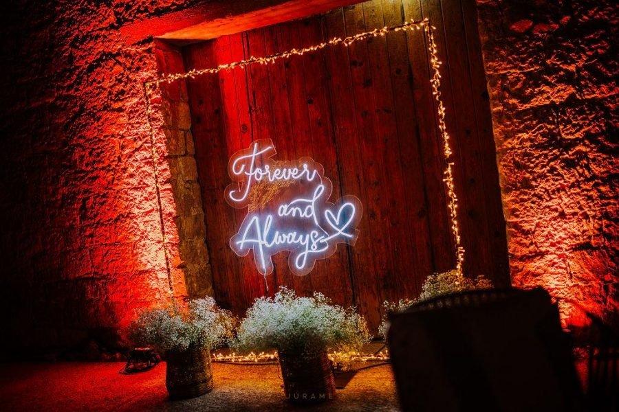 a rboles decorativos y letreros neon para eventos 35