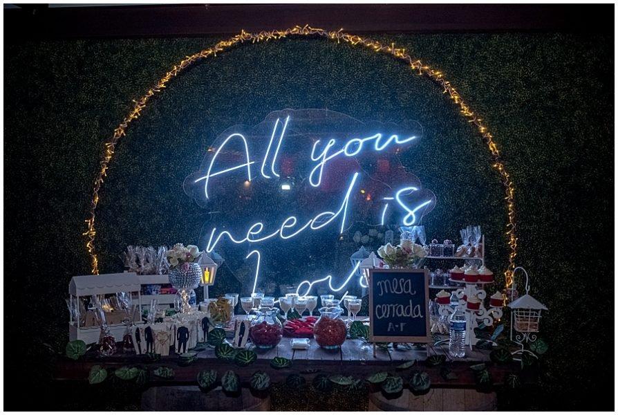 a rboles decorativos y letreros neon para eventos 0005